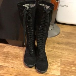 Kenneth Cole boots black suede lace up 1 inch heel